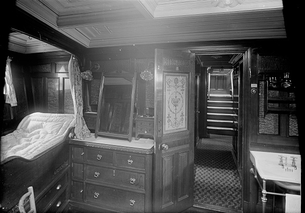 Drawer「Interior Of Cabin On Steam Yacht Venetia」:写真・画像(8)[壁紙.com]