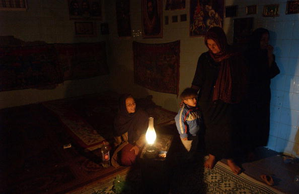 Electric Lamp「Iraqis Seek Refuge In Abandoned Government Buildings」:写真・画像(18)[壁紙.com]