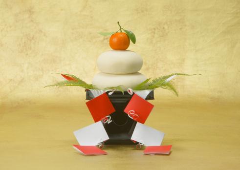 New Year「Round mochi cakes」:スマホ壁紙(5)