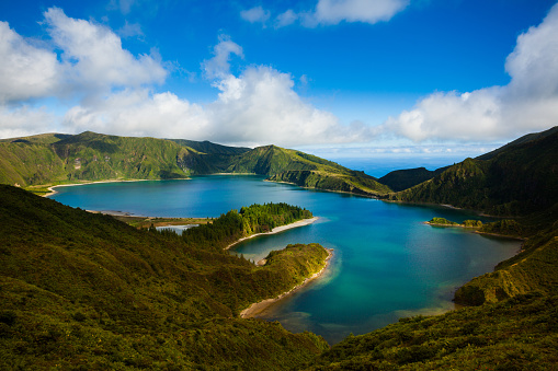 Volcanic Crater「Lagoa do Fogo and green valley on San Miguel island」:スマホ壁紙(1)