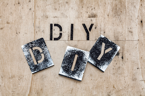 趣味・暮らし「Stencils for the letters D, I and Y」:スマホ壁紙(2)