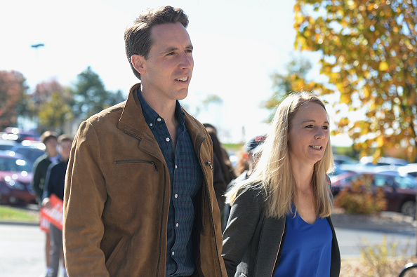 Missouri「Missouri GOP Senate Candidate Josh Hawley Casts His Vote On Election Day」:写真・画像(15)[壁紙.com]