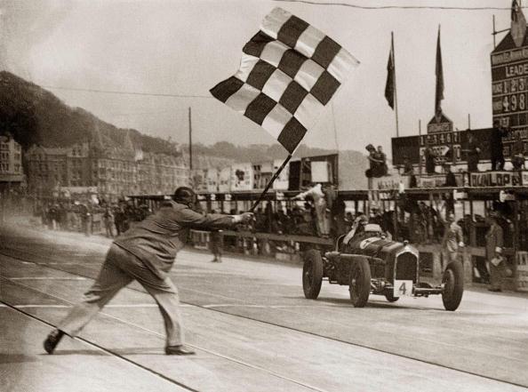 Auto Racing「Erian Lewi wins with Alfa Romeo the car-race. Douglas, Isle of Man. Photograph. 1934」:写真・画像(4)[壁紙.com]