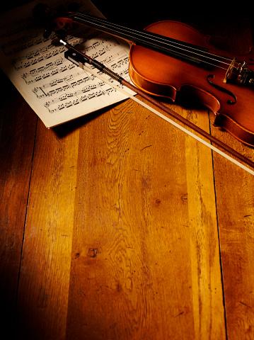 Violin「Vintage Themed Violin and Sheet Music」:スマホ壁紙(14)