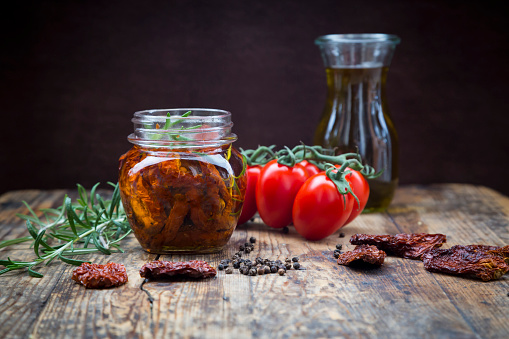 Cooking Oil「Glass of pickled dried tomatoes and ingredients」:スマホ壁紙(18)