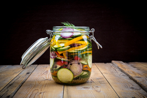 Onion「Glass of pickled courgette and bell pepper」:スマホ壁紙(14)