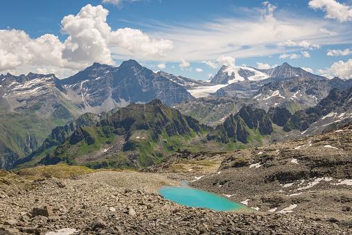 White Color「スイスの湖と山周辺のハイキング」:スマホ壁紙(12)