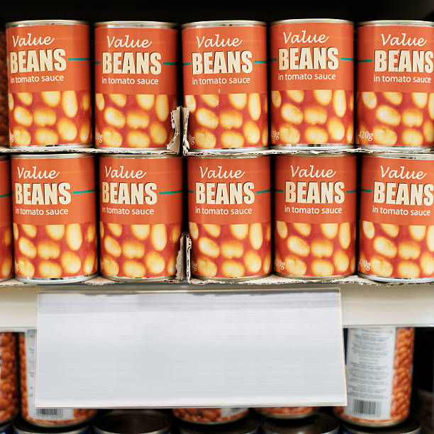 canned food arranged in a supermarket:スマホ壁紙(壁紙.com)