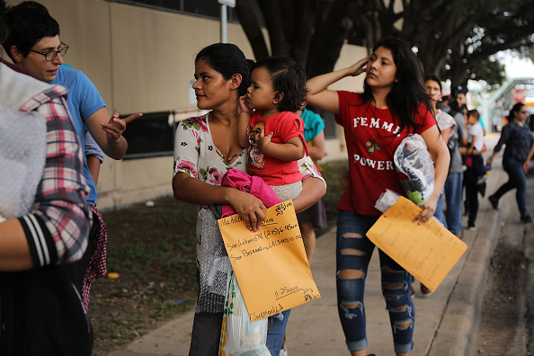 ラテンアメリカ「Despite Trump Executive Order, Over 2300 Migrant Children Still Held In Cam」:写真・画像(4)[壁紙.com]
