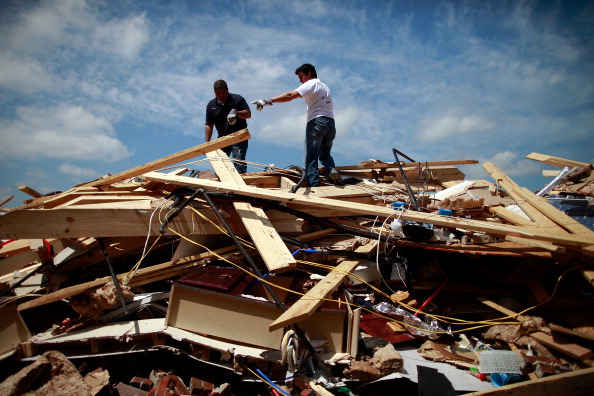 ID Card「Multiple Tornadoes Touch Down In Dallas-Fort Worth Area」:写真・画像(15)[壁紙.com]