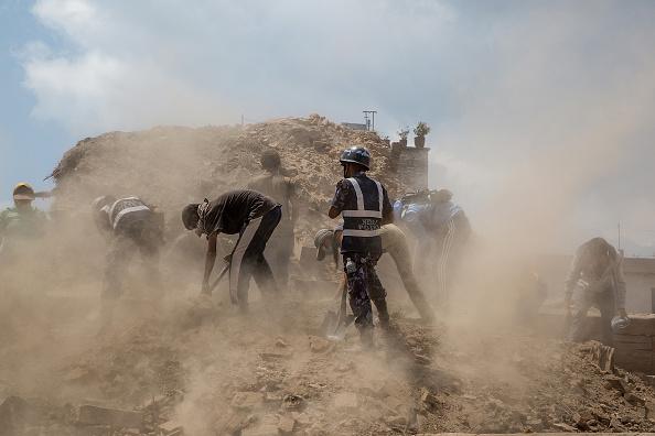 Volunteer「Death Toll Rises Following Powerful Earthquake In Nepal」:写真・画像(17)[壁紙.com]