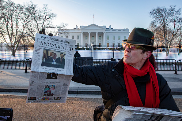 "The Washington Post「Activists Distribute ""Bye-Bye 45"" A Satire Edition Of The Washington Post」:写真・画像(3)[壁紙.com]"