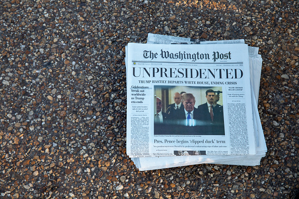 "The Washington Post「Activists Distribute ""Bye-Bye 45"" A Satire Edition Of The Washington Post」:写真・画像(13)[壁紙.com]"