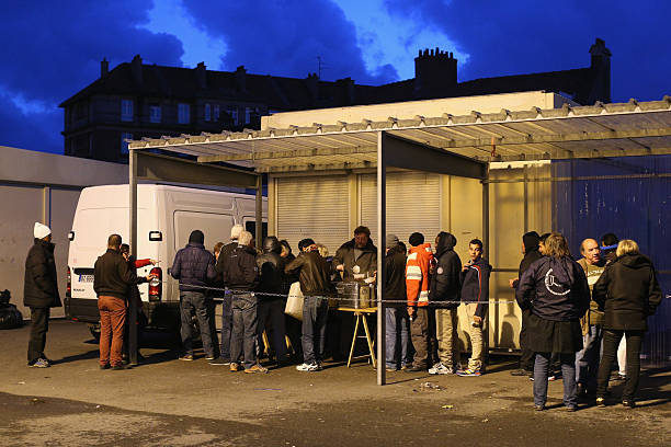 Migrants Gather At Calais Border Pressure Point:ニュース(壁紙.com)