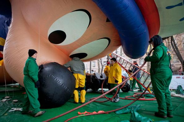ミッキーマウス「Giant Floats Are Readied For Annual Thanksgiving Day Parade」:写真・画像(16)[壁紙.com]