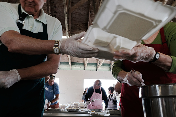 Volunteer「Thanksgiving Meal Served In Immokalee, Florida, As Area Continues Recovery Efforts From Hurricane Irma」:写真・画像(0)[壁紙.com]