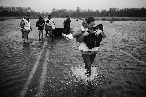 Volunteer「Hurricane Florence Slams Into Coast Of Carolinas」:写真・画像(12)[壁紙.com]
