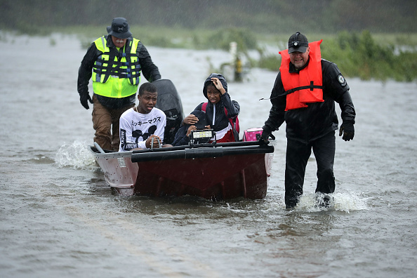 Volunteer「Hurricane Florence Slams Into Coast Of Carolinas」:写真・画像(14)[壁紙.com]