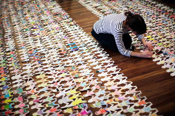 Royal Festival Hall「Guinness World Record Attempt For Longest Chain Of Paper Dolls」:写真・画像(19)[壁紙.com]