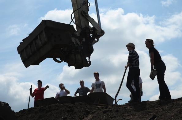 Construction Equipment「Floods Hit Germany: Elbe And Saale」:写真・画像(11)[壁紙.com]