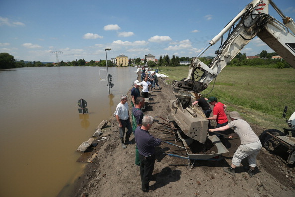 Construction Equipment「Floods Hit Germany: Elbe And Saale」:写真・画像(8)[壁紙.com]