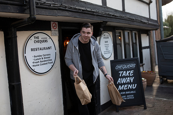 Pub Food「Volunteer Group Delivers Food To The Over Seventies During The Coronavirus Pandemic」:写真・画像(8)[壁紙.com]