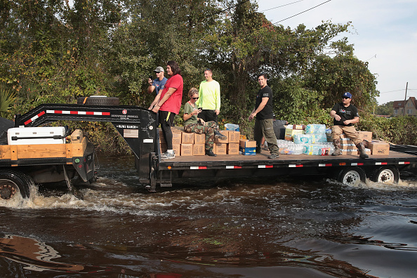 Volunteer「Southeast Texas Inundated After Harvey Makes Second Pass Over The Region」:写真・画像(9)[壁紙.com]