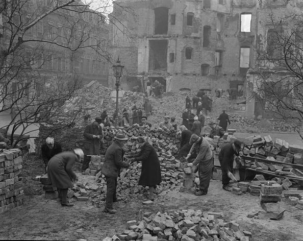 Rubble「Clearing Dresden」:写真・画像(16)[壁紙.com]