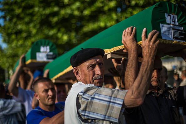 Volunteer「20 Years Since The Srebrenica Massacre More Victims Buried」:写真・画像(5)[壁紙.com]