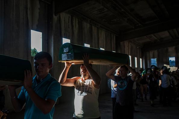 Volunteer「20 Years Since The Srebrenica Massacre More Victims Buried」:写真・画像(4)[壁紙.com]