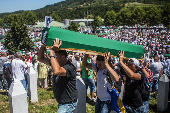 Volunteer「20 Years Since The Srebrenica Massacre More Victims Buried」:写真・画像(8)[壁紙.com]