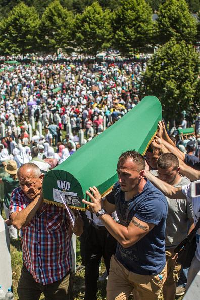 Volunteer「20 Years Since The Srebrenica Massacre More Victims Buried」:写真・画像(3)[壁紙.com]