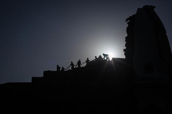 Volunteer「Rescue Operations Continue Following Devastating Nepal Earthquake」:写真・画像(13)[壁紙.com]