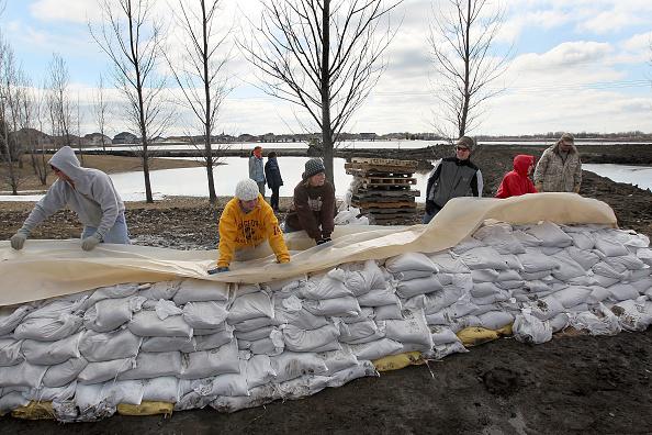 Sandbag「Red River Flooding Threatens Fargo For Second Consecutive Year」:写真・画像(3)[壁紙.com]