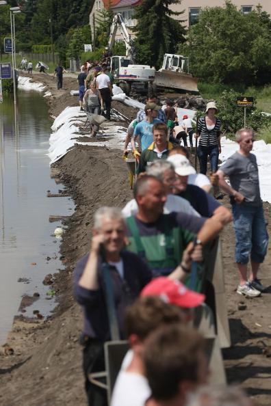 Construction Equipment「Floods Hit Germany: Elbe And Saale」:写真・画像(6)[壁紙.com]
