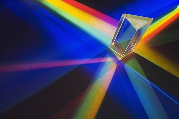 Light passing through a prism:スマホ壁紙(壁紙.com)