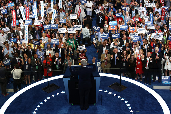 Large Group Of People「Democratic National Convention: Day Two」:写真・画像(17)[壁紙.com]