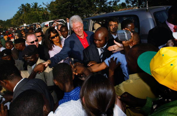 Government Subsidy「President Clinton Travels To Africa And DR With Foundation」:写真・画像(11)[壁紙.com]