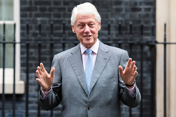 トップランキング「Former US President Bill Clinton Visits Downing Street To Discuss Northern Ireland」:写真・画像(11)[壁紙.com]
