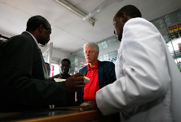 Government Subsidy「President Clinton Travels To Africa And DR With Foundation」:写真・画像(10)[壁紙.com]