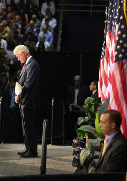 Florida International University「Bill Clinton Campaigns For Obama In Miami」:写真・画像(2)[壁紙.com]