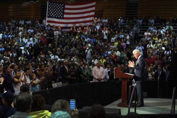 Florida International University「Bill Clinton Campaigns For Obama In Miami」:写真・画像(10)[壁紙.com]
