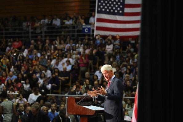 Florida International University「Bill Clinton Campaigns For Obama In Miami」:写真・画像(9)[壁紙.com]