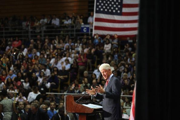 Florida International University「Bill Clinton Campaigns For Obama In Miami」:写真・画像(3)[壁紙.com]