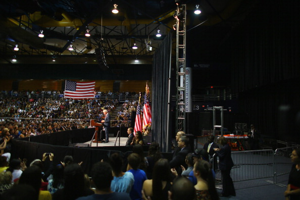 Florida International University「Bill Clinton Campaigns For Obama In Miami」:写真・画像(1)[壁紙.com]