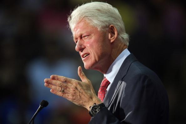 Florida International University「Bill Clinton Campaigns For Obama In Miami」:写真・画像(7)[壁紙.com]