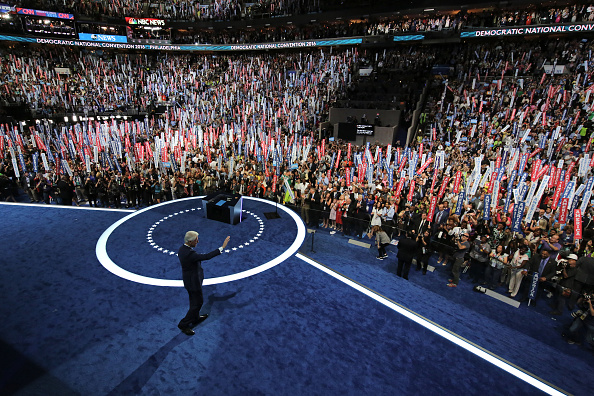 Large Group Of People「Democratic National Convention: Day Two」:写真・画像(18)[壁紙.com]