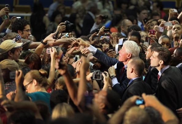 Florida International University「Bill Clinton Campaigns For Obama In Miami」:写真・画像(6)[壁紙.com]