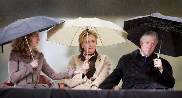 Umbrella「Clinton Presidential Library Opens」:写真・画像(16)[壁紙.com]