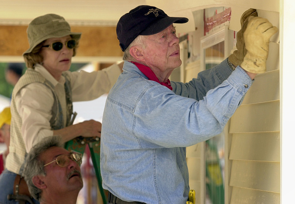 Construction Industry「Former President Carter Works On Habitat For Humanity Homes」:写真・画像(9)[壁紙.com]